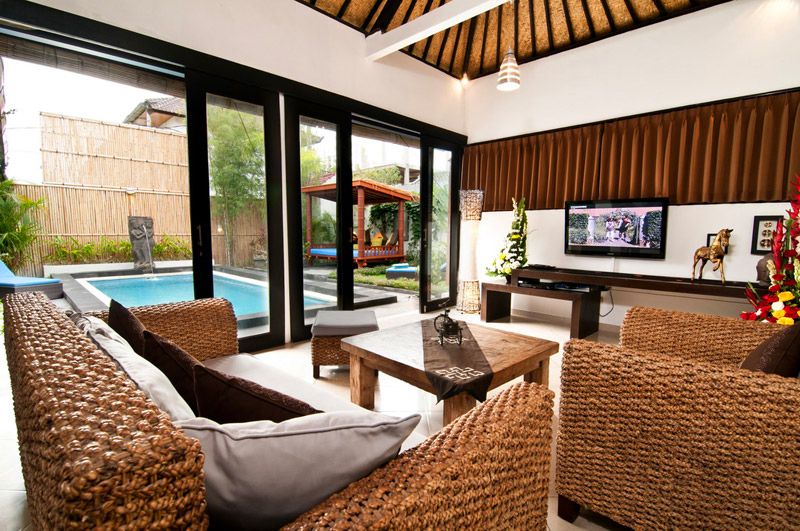 As each villa are next each other we can easily accommodate up to 20 persons staying in the 3 villas